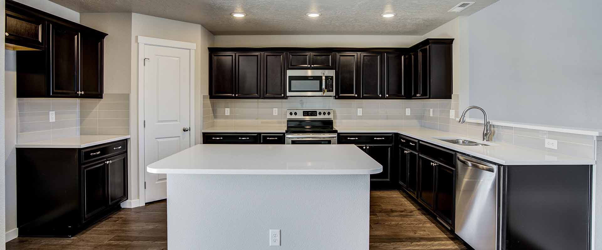 Trinity_Hubble_Homes_New_Homes_Boise_0003_Eagle Stream Trinity Traditional - Kitchen - 15109 N Bonelli Ave-3.jpg